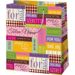 Sok szeretettel! színes közepes méretű ajándéktáska 11x6x15cm