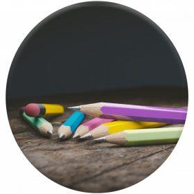 Tollak, grafit és színesceruzák, filcek, ecsetek